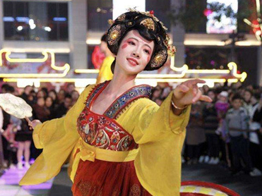 Real-life 'roly-poly toy' becomes smash hit in China