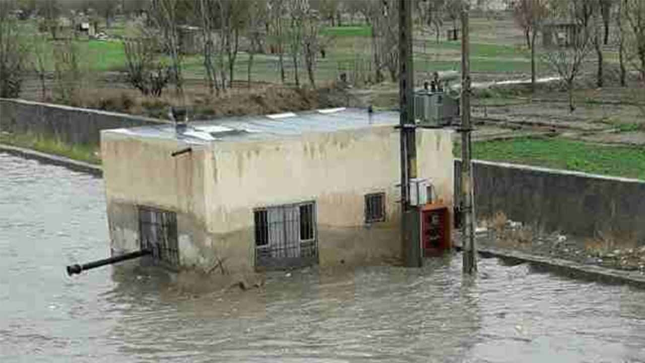 1 dead, 1 missing in floods in southeast Iran