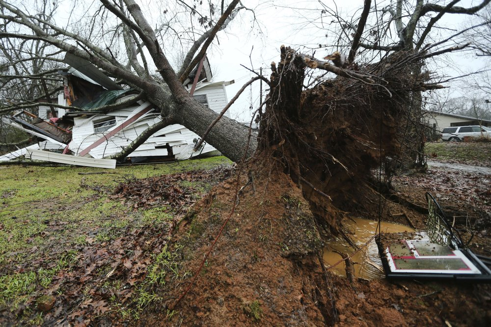 Storms sweep southern US, Midwest as death toll rises to 11