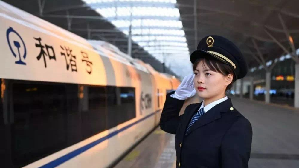 Meet China's first batch of female high-speed train drivers