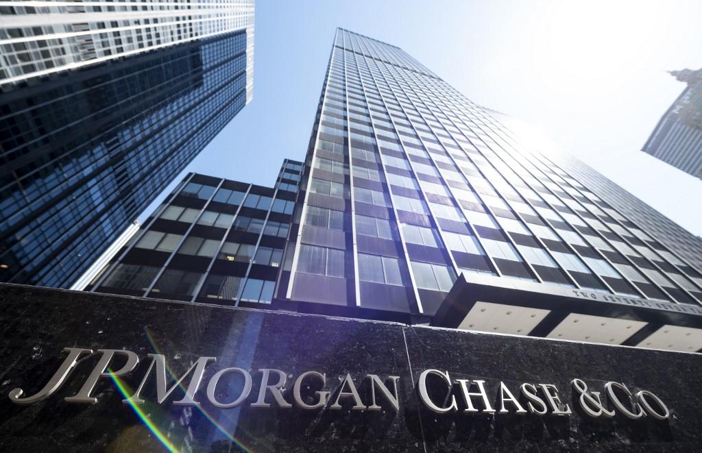 JPMorgan Chase's 4Q profits jump 21%, helped by trading