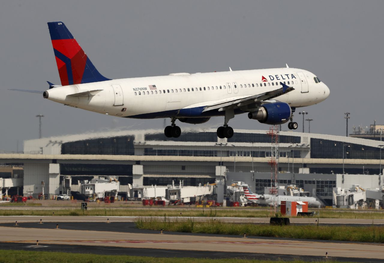 Delta jet dumps fuel on California school playground   ​
