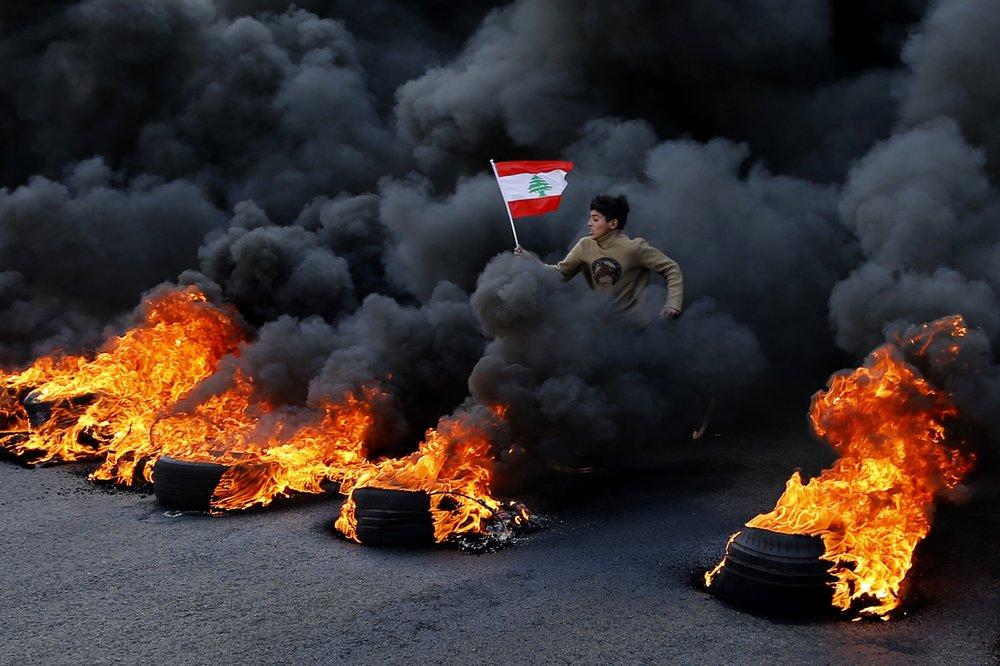 Lebanon protests turn violent outside central bank