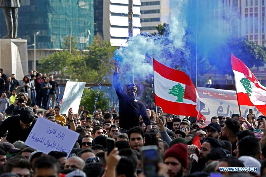 35 injured in clashes between army, protesters in Lebanon
