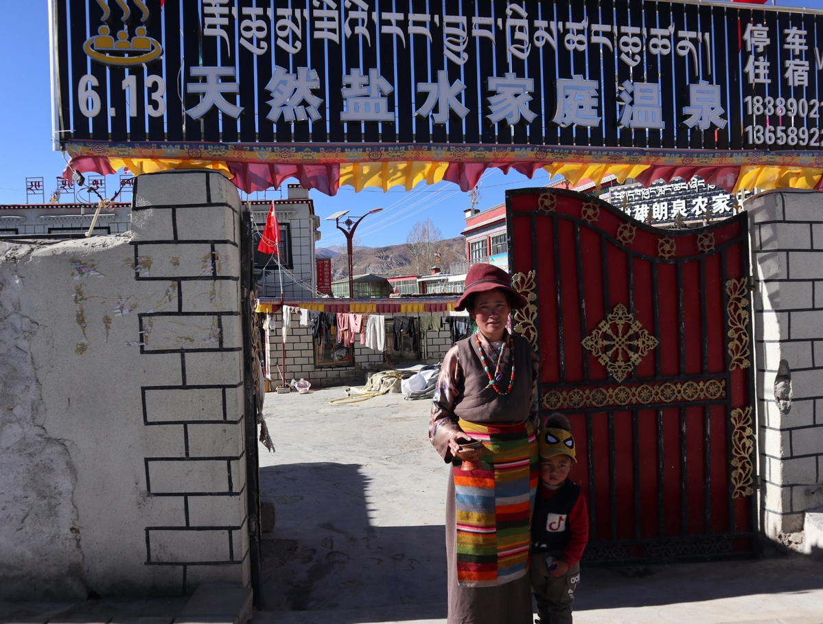 Hot spring brings cash to remote Tibetan villagers