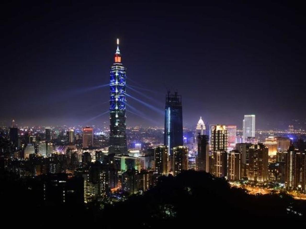 China closely watches US warship sailing through Taiwan Strait: spokesman
