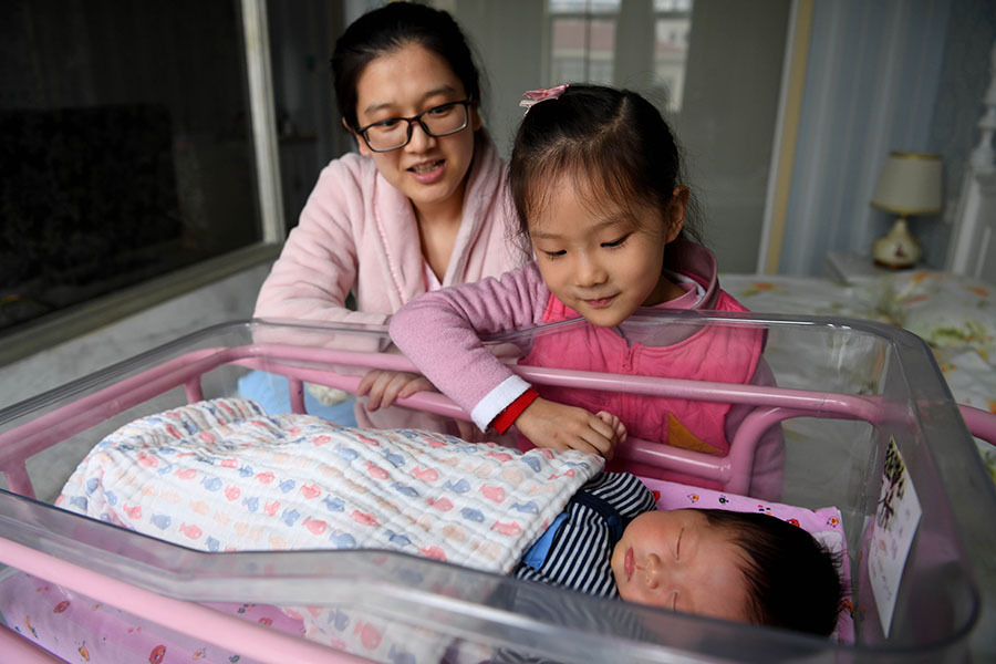 Birthrate on mainland hits record low last year