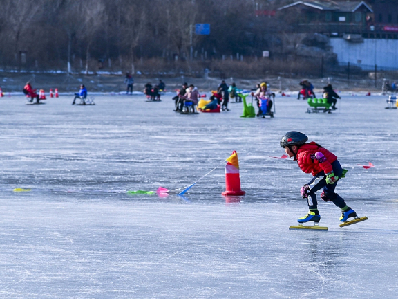 Beijing holds ice carnival to promote winter sports