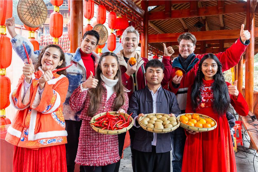 Foreigners praise anti-poverty achievements of mountainous village