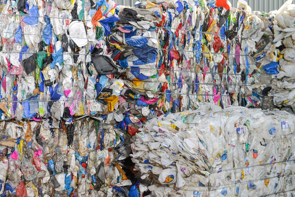 China reveals plan to cut plastic use by 2025