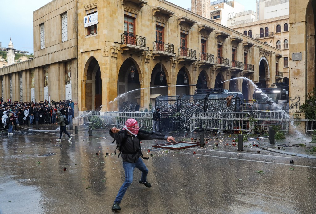 169 injured in Saturday's clashes between protesters, riot police in Lebanon's capital