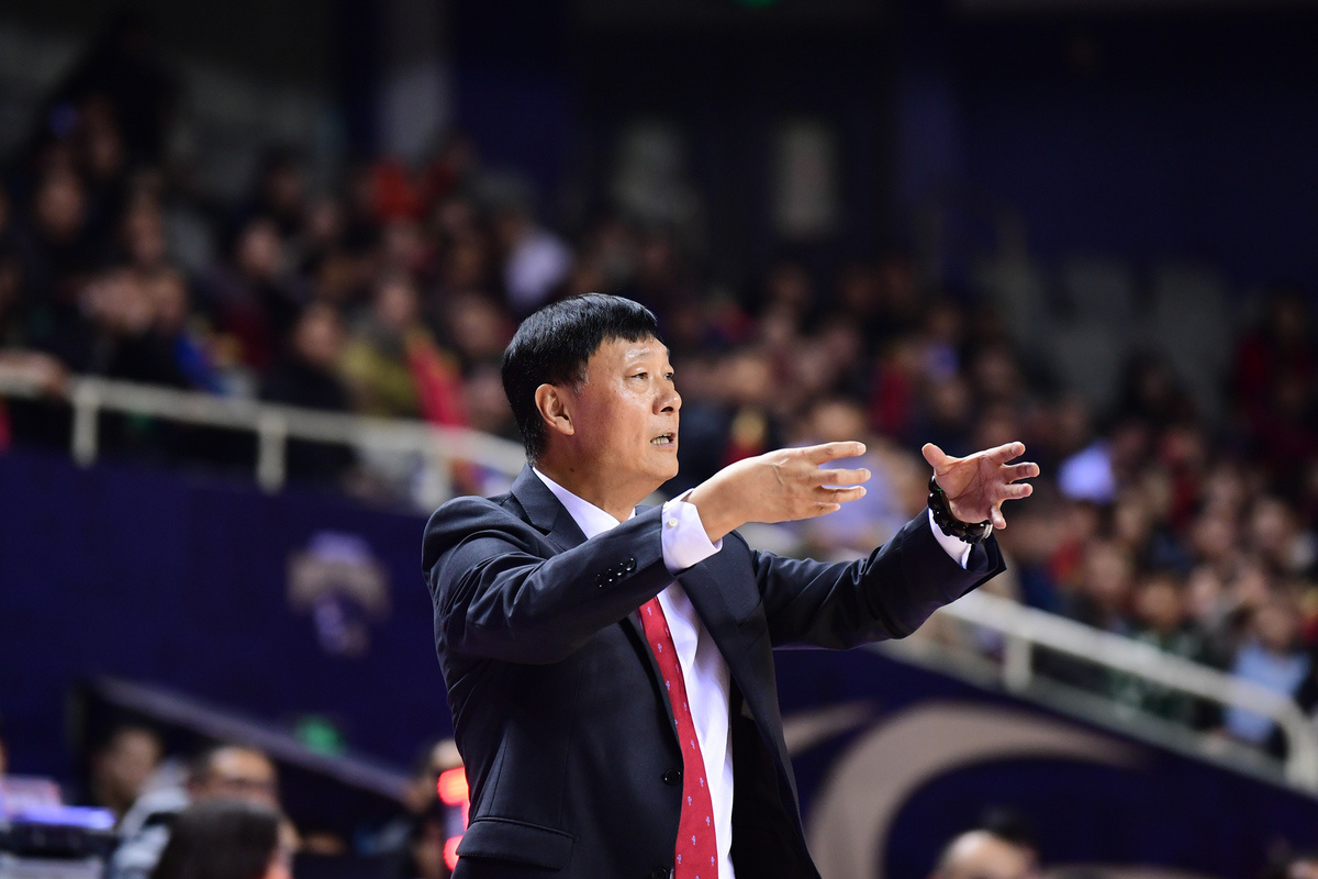 Li Qiuping resigns as head coach of Shanghai Sharks