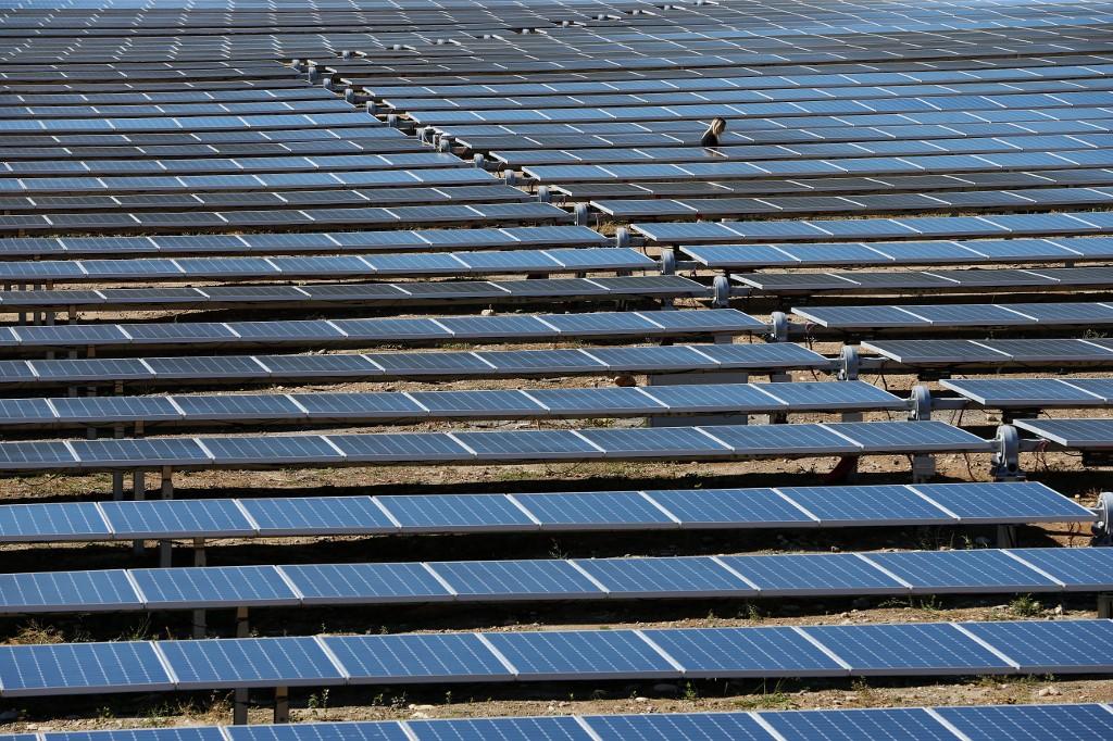 China extends anti-dumping duties on US, ROK solar-grade polysilicon