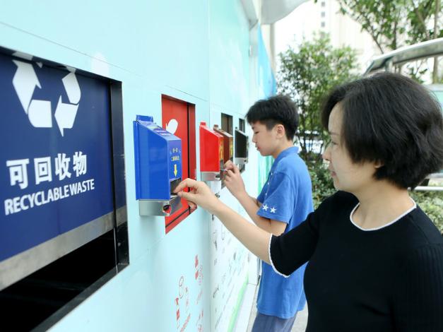 Trash sorting in Shanghai 'a success', mayor says
