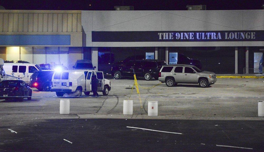 Police: 2 dead, 15 hurt in shooting outside Kansas City bar
