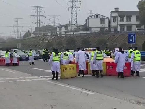 Highways shut down in Wuhan