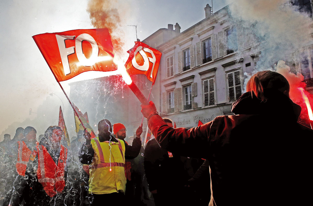 Thousands lose power as striking French workers pull plug
