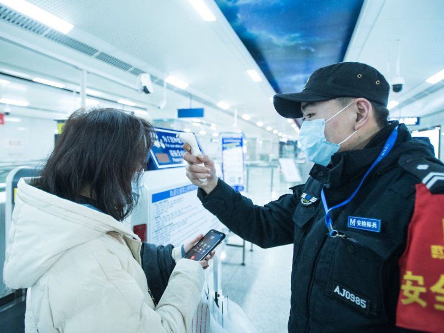 More cities in China's Hubei suspend public transport to curb virus spread