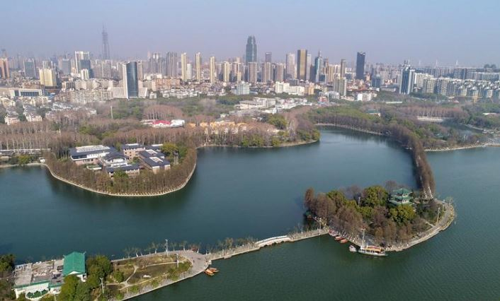 Wuhan tightens tourism curb for pneumonia control
