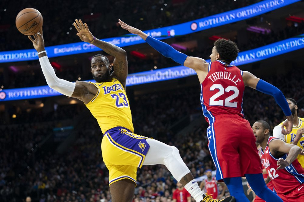 James passes Bryant on NBA scoring list in Lakers' loss
