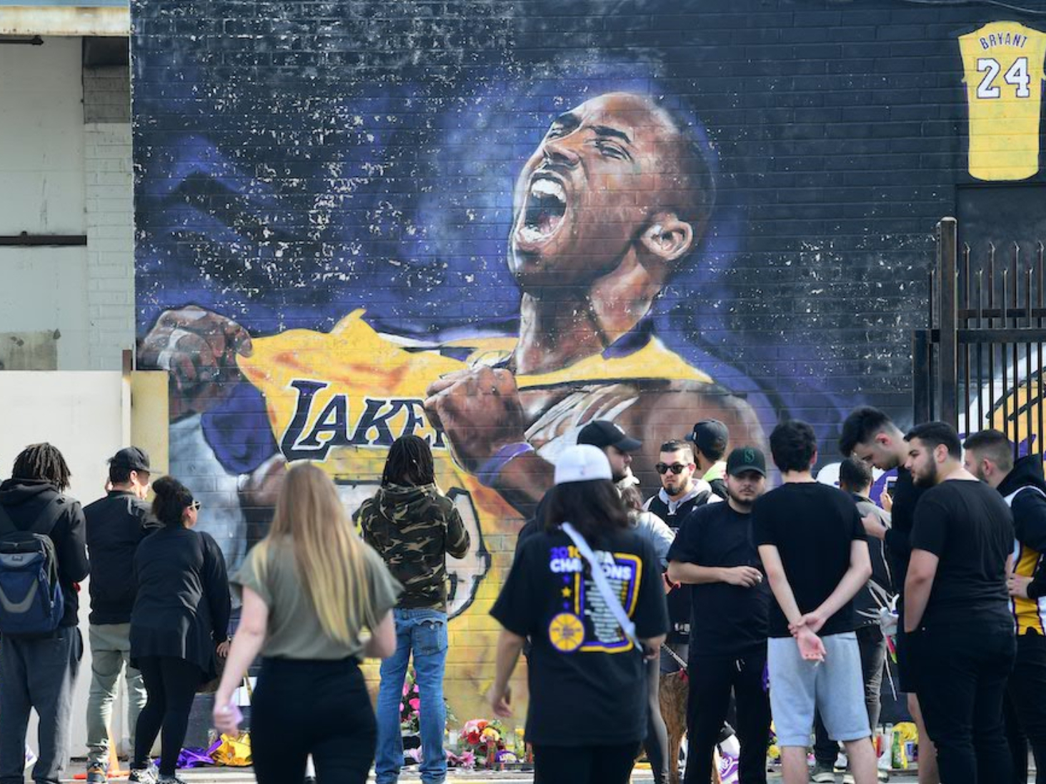 NBA postpones Tuesday's Lakers game after Bryant's death