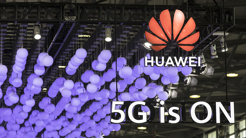 Ex-security advisers urge Johnson to approve Huawei 5G