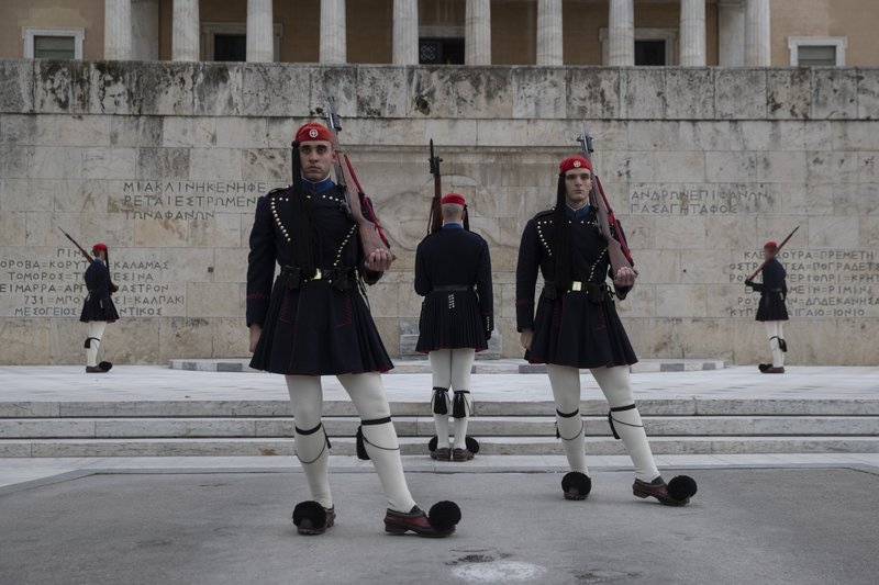 Greece plans 15-year bond issue to improve debt outlook