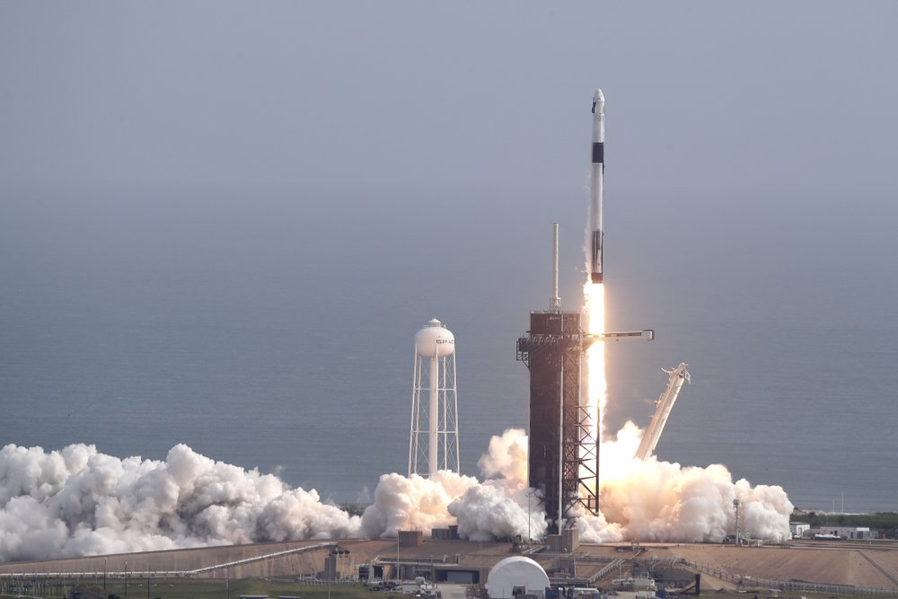 SpaceX launches latest batch of internet satellites into space