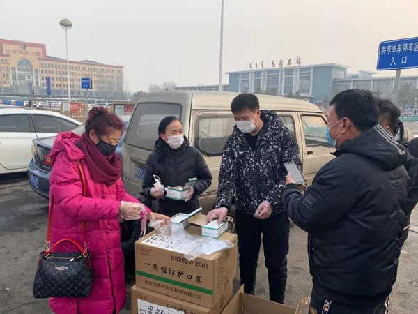 Post-80s young man gifts 20,000 face masks in N China