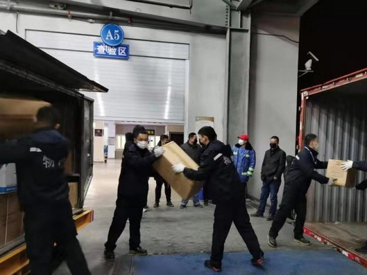 9 tons of emergency medical supplies arrive in Wuhan from Japan