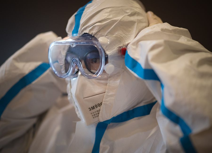 China to increase medical protective clothing supply for pneumonia prevention