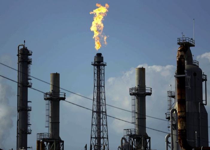 oil refinery tx (ap).jpg