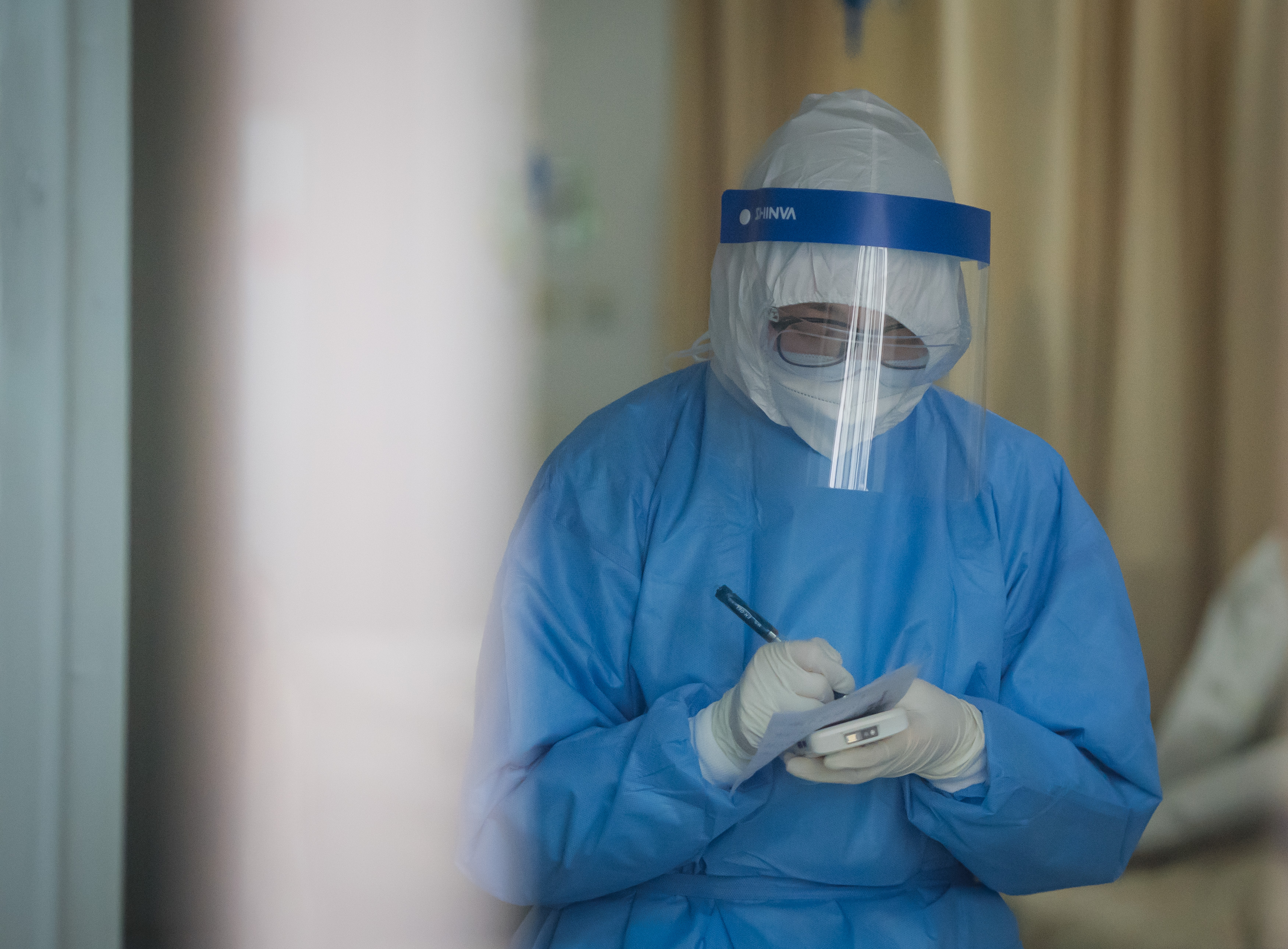 China's Hubei launches hotlines for foreigners amid coronavirus outbreak