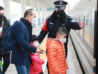 Over 1 mln face masks distributed to frontline railway police