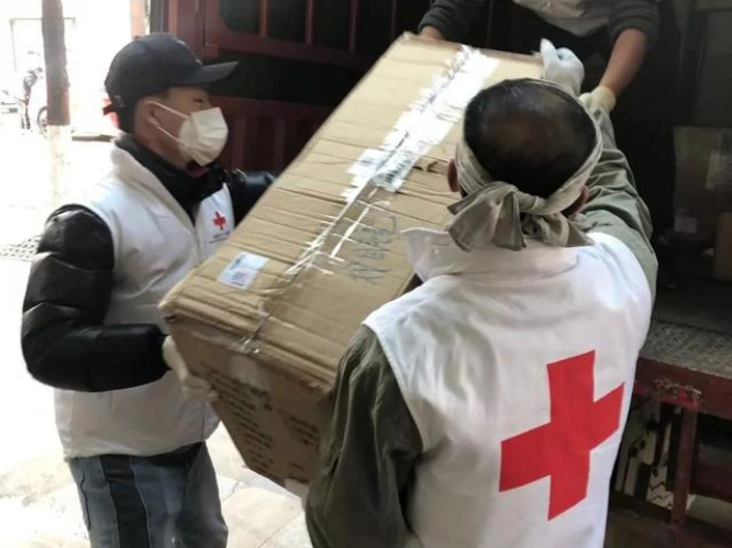 Chinese authorities stress greater medical supplies support to key regions in epidemic battle