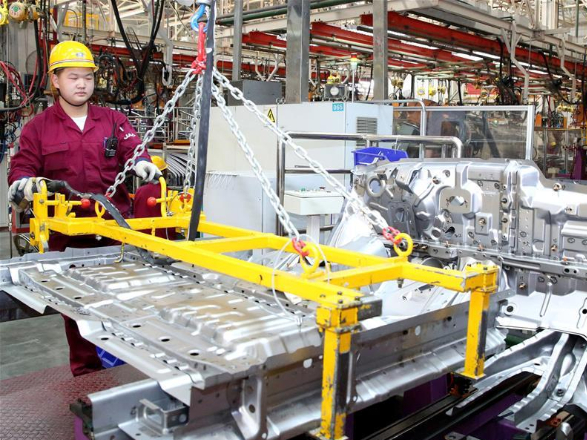 China's industrial profits fall 3.3 pct in 2019