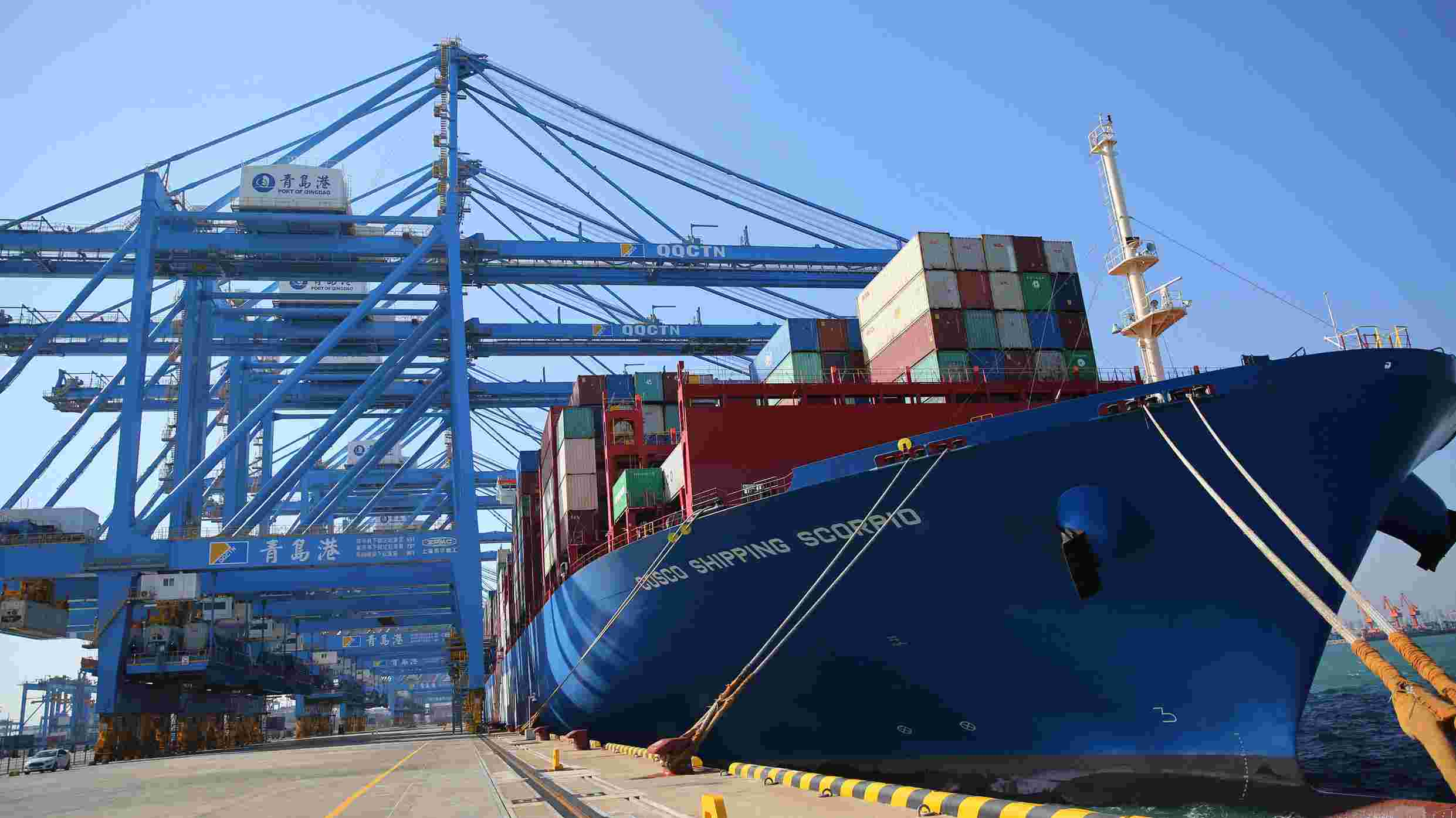China's goods, services trade surplus nears 200 bln yuan in December