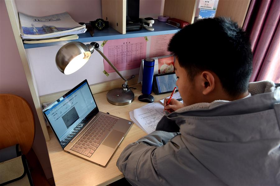 Teachers give online tuition to students amid coronavirus outbreak E China