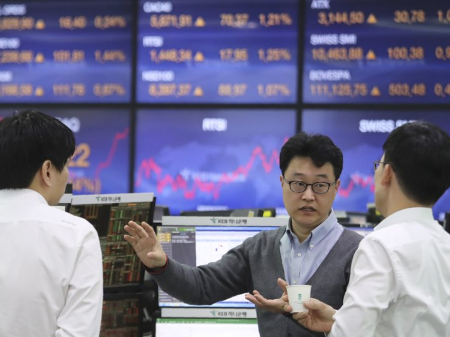 Tokyo stocks close higher as Chinese shares' advance prompts buybacks