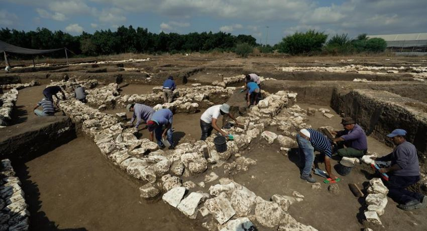 Israeli archaeologists discover 2,900-year-old temple with worship objects