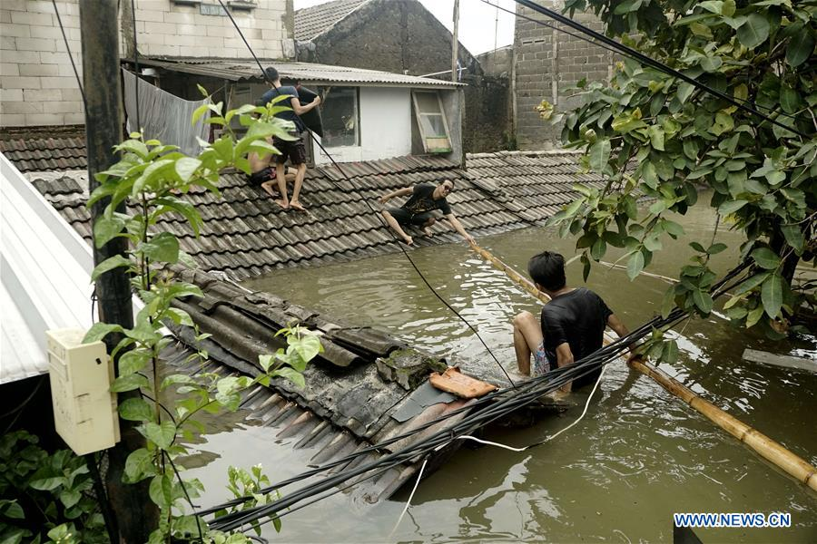 Personnel deployed to tackle impacts of floods in Tangerang, Indonesia