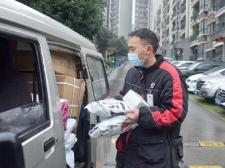 Deliverymen hold the fort amid epidemic outbreak