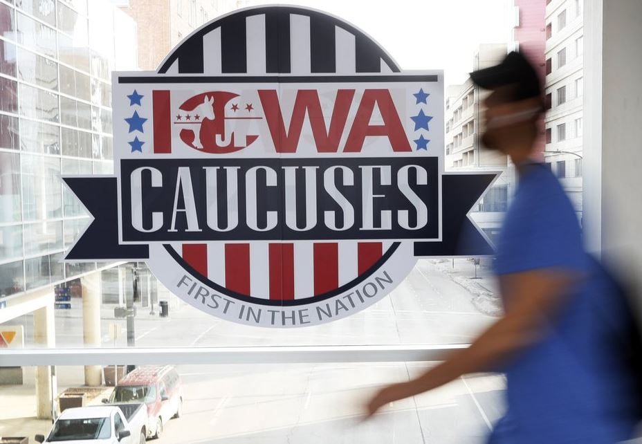 Red-faced Democrats struggle to announce caucus results