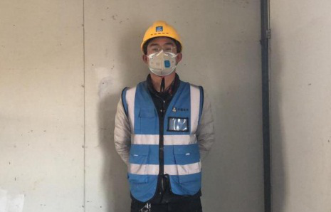 Wuhan hospital construction worker donates pay to fight outbreak