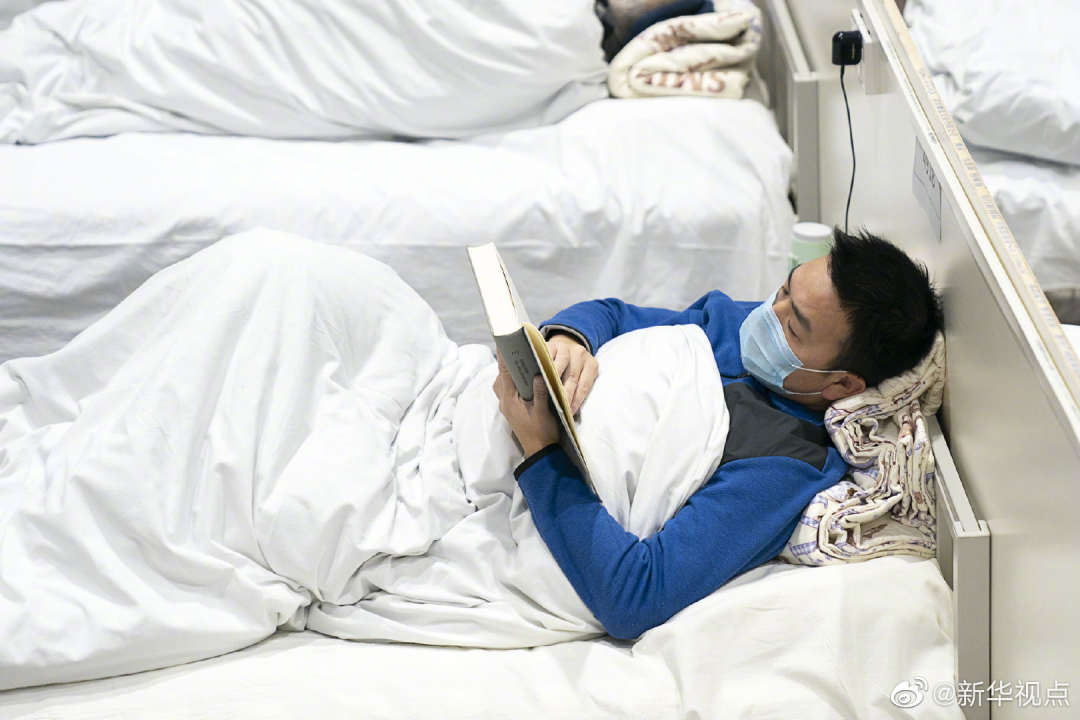 Patient reads book at 'Fang Cang' shelter hospital