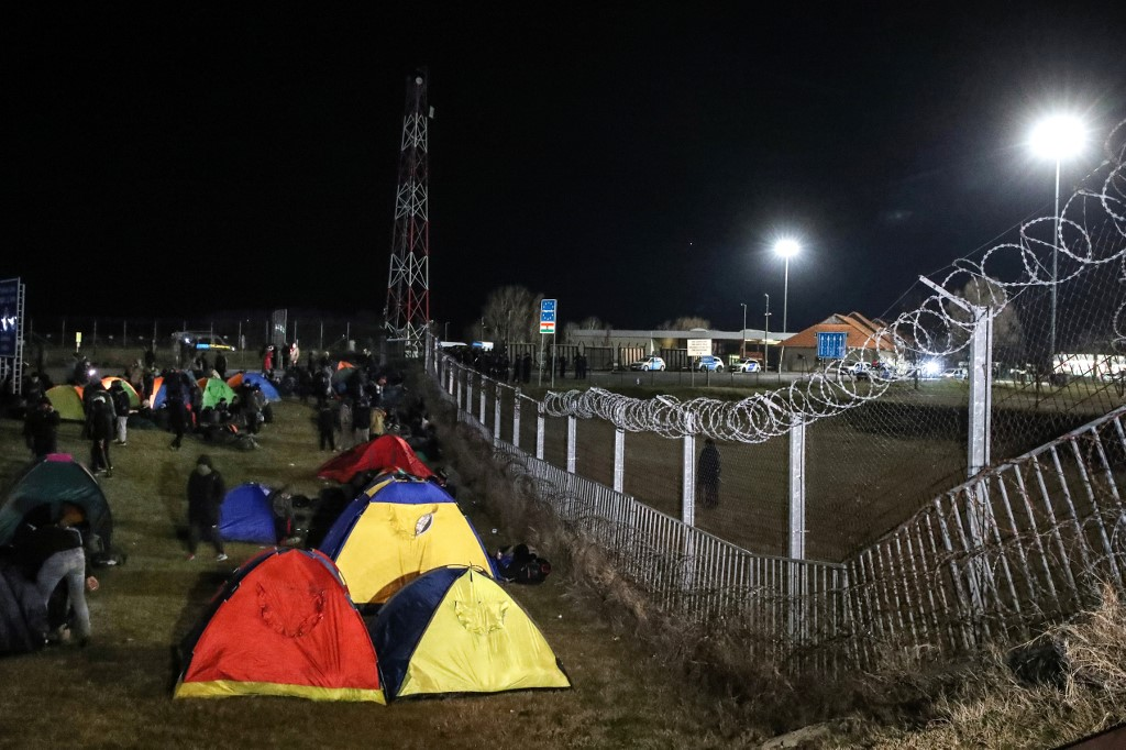 Hungary reopens protest-hit border post with Serbia