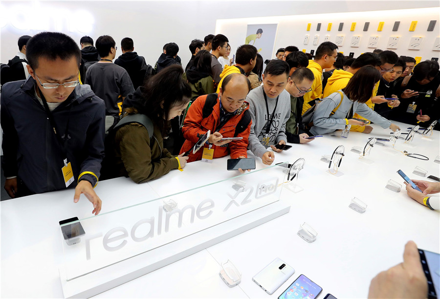 China's smartphone market contracts in Q4 of 2019: report