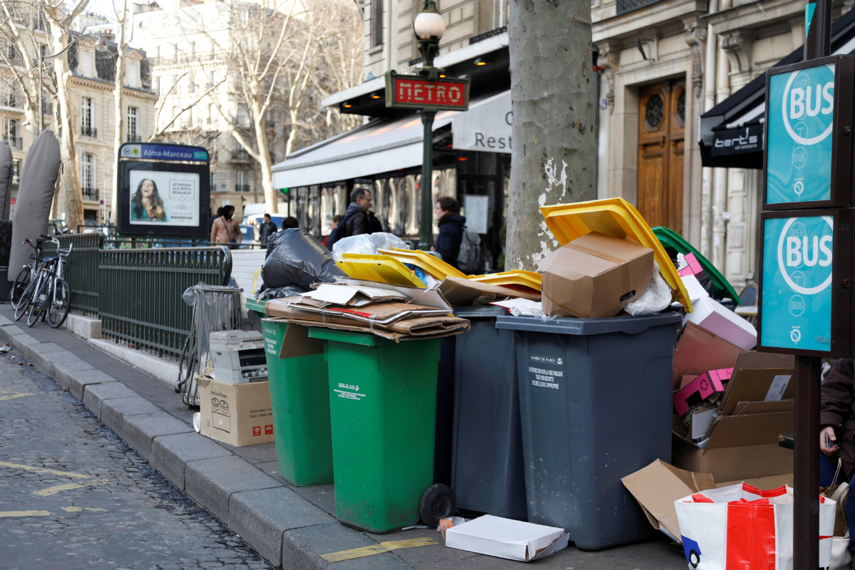 Waste disposal strike adds to French industrial problems