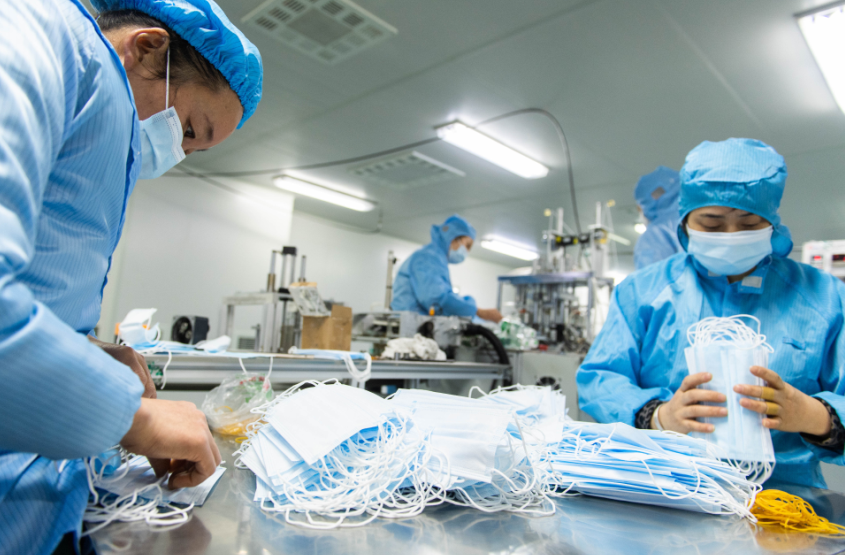 Hubei produces over 30,000 protective suits per day