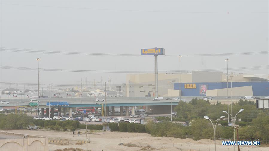Heavy sandstorm hits Kuwait